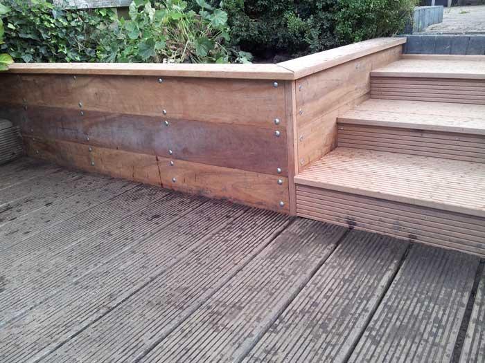 houten-afstapje-in-tuin-timmerwerk